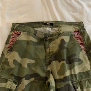 BDG camouflage cropped cargo pants size 27